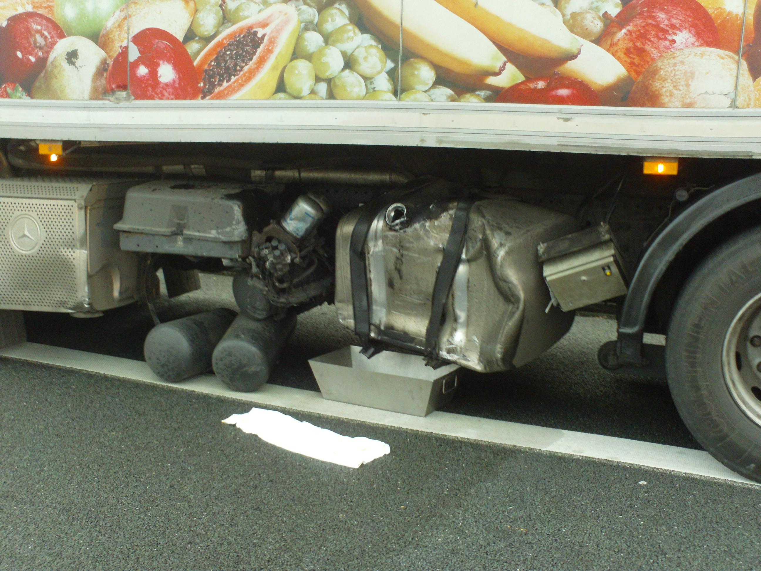 Verkehrsunfall mit auslaufenden Betriebsstoffen auf der BAB 2 in Richtung Hannover