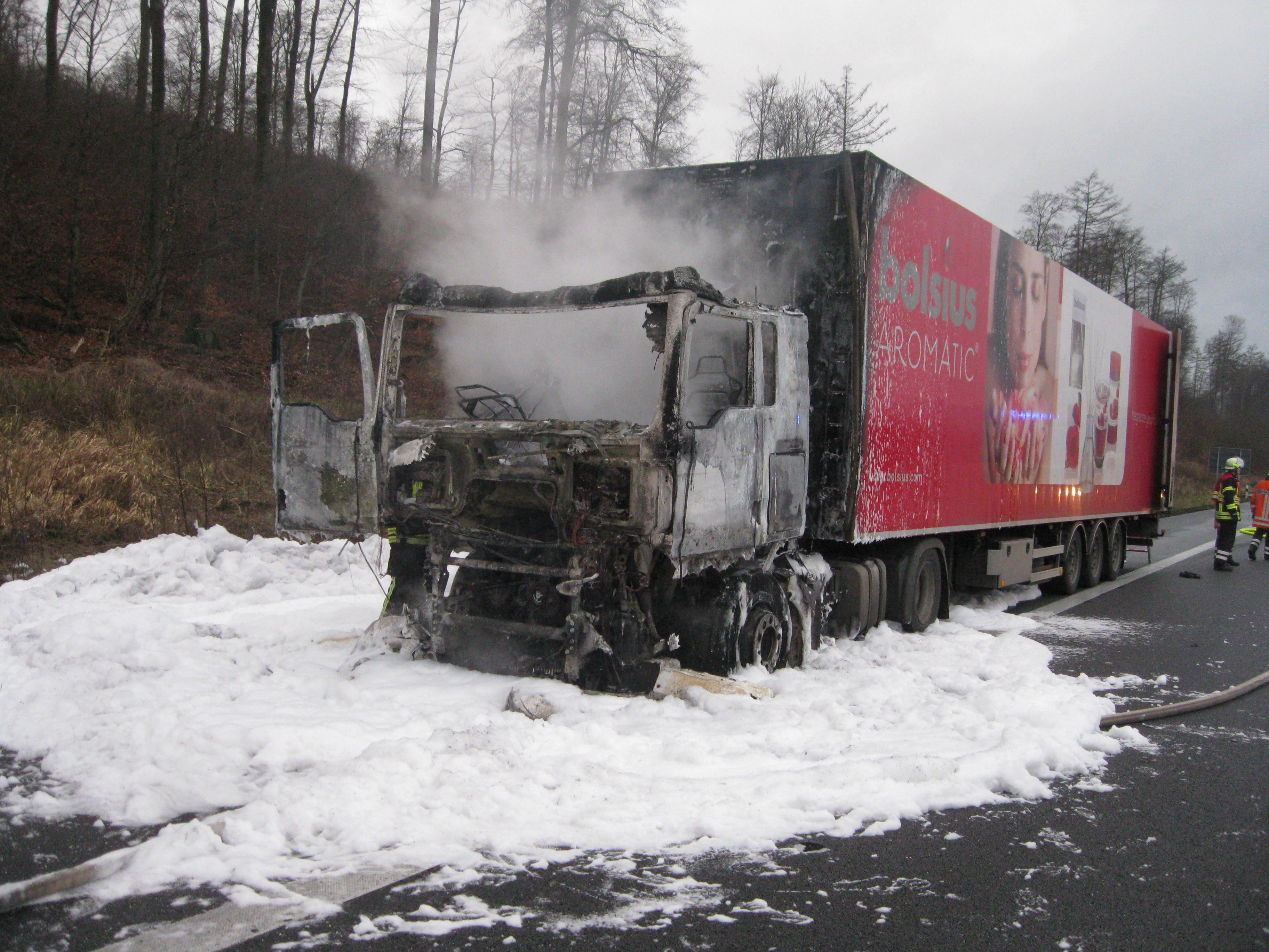BAB 2 Fahrtrichtung Hannover – Lkw im Bereich der Zugmaschine in Brand geraten