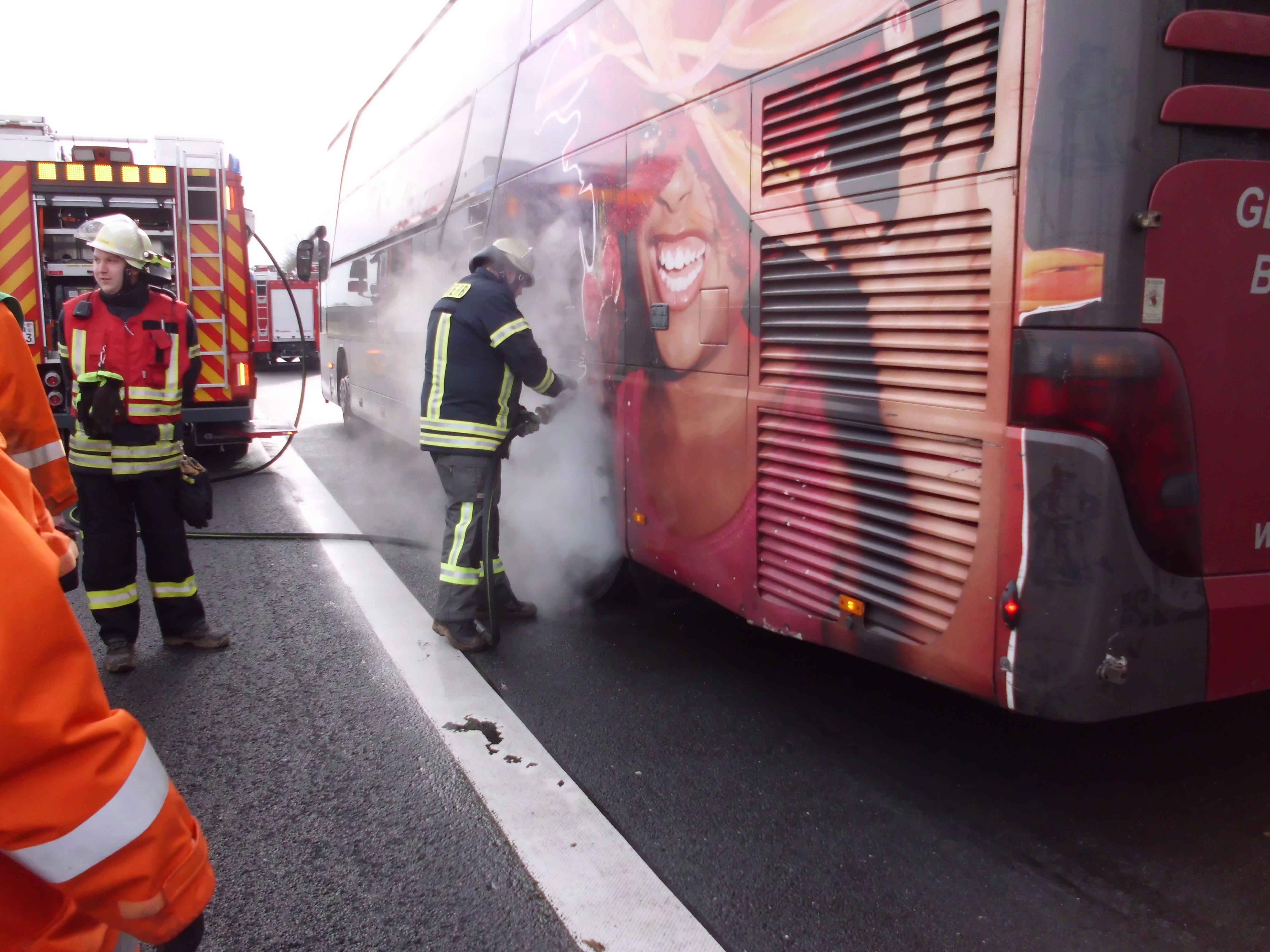 Brennede Hinterachse an Reisebus BAB2