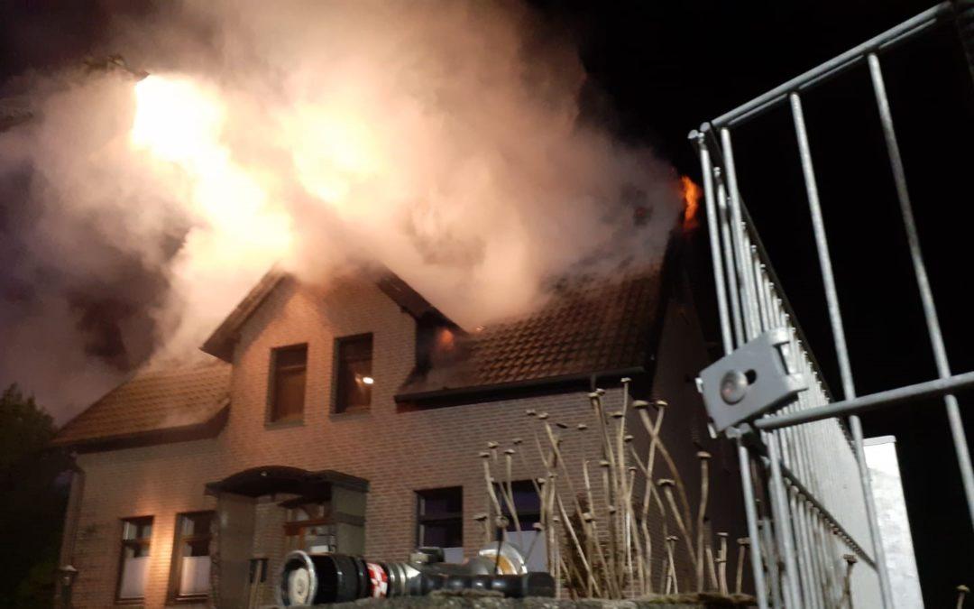 Gebäudebrand mit Personen in Gefahr